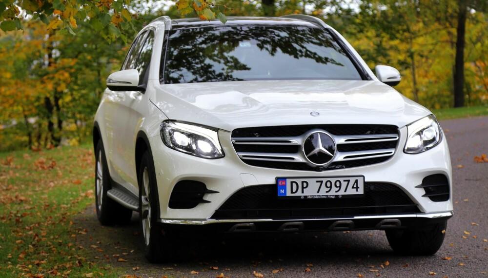 TIL HEVING: Mercedes GLC kan kalles SUV-utgaven av C-klasse. Designen er uten sjenanse - fronten breier seg ut og buler opp. Stjerna i grillen er stor som en middagstallerken.