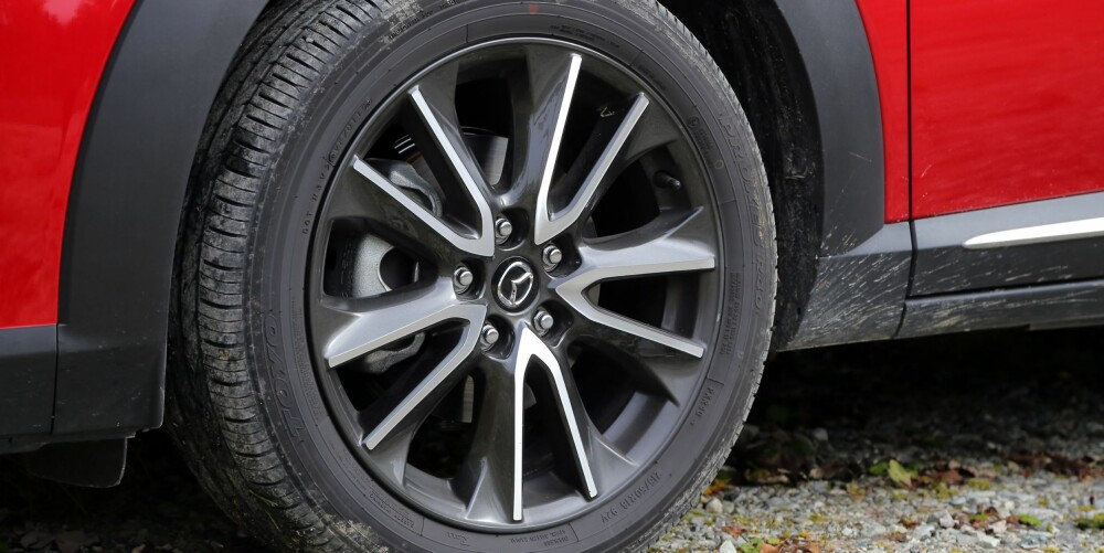 BRA GREP: 18-tommer hjuls sørger for veigrep på tørt underlag. 4WD-system som kobler inn bakhjulene ved behov, hjelper deg frem på vinterføre.