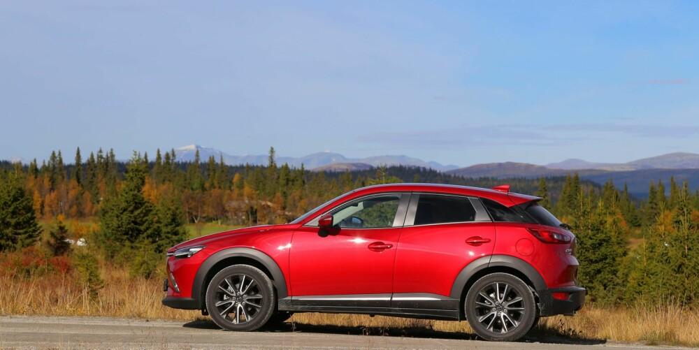 SUV-EREN: Mazda kaprer to plasser på topplisten, og de gjør det med to SUVer. Det er ikke rart CX-3 (bildet) og CX-5 selger som varmt hvetebrød.