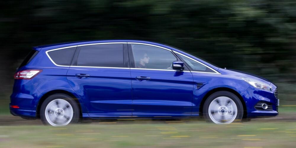 KOMFORT: Ford S-Max er en prima langtursbil. Komfortnivået er høyt, og den har masse plass til passasjerer og bagasje.