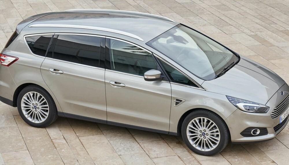 FORM OG FUNKSJON: Grunnformen til den nye Ford S-Max er temmelig lik forgjengerens. Likevel er det ikke forvekslingsfare mellom ny og gammel.
