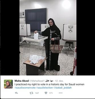 PÅ TWITTER: Maha Akeel er en av mange saudi arabiske kvinner som dokumenterte den historiske turen til stemmelokalet på sosiale medier.