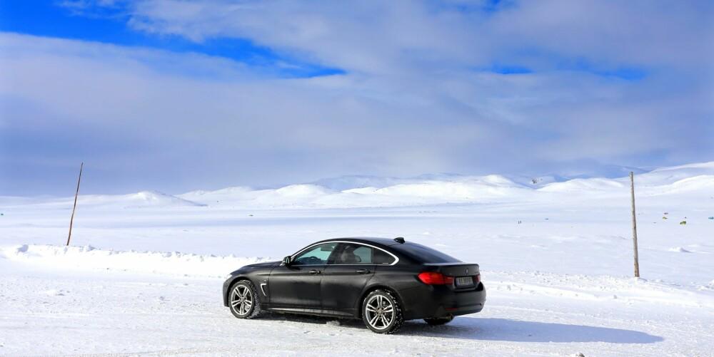 BILTUR MED UTSIKT: Ved innsjøen Ørteren kan du nyte synet innover mot Hardangerjøkulen.