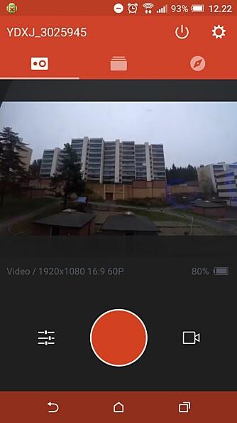 YI CAM: Xiaomi Yi har ingen skjerm, men har heldigvis wi-fi. Det gjør at du kan bruke mobilen som søker via appen Yi Cam. Bare synd du ikke kan få større søkerbilde ved å vende mobilen horisontalt.