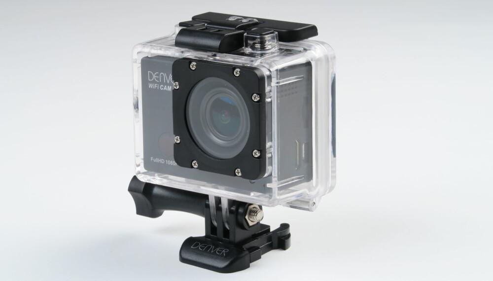 GOPRO-FESTE: Denver ACT-8030Wblir levert med et undervannshus med klassisk GoPro-feste. Det betyr at du kan bruke kameraet sammen med mye av tilleggsutstyret til GoPro.