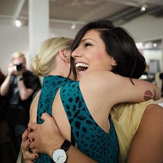 SÅ UMÅTELIG HELDIG: Ingri og meg på hver vår side av en god klem, forteller Ann Christin om dette bildet.