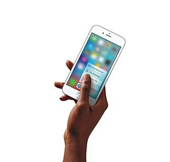 3D TOUCH: En trykkfølsom skjerm som kjenner hvor hardt du trykker er en av de store nyhetene på iPhone 6s.