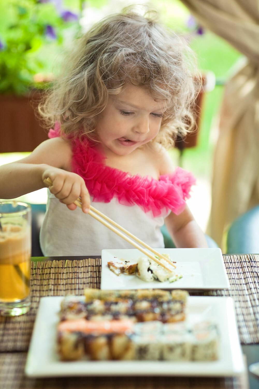 All ny mat vekker i utgangspunktet nysgjerrighet hos barn, enten det er sushi eller fårikål.