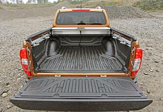 GOD PLAN: På lasteplanet finnes fire solide, skyvbare festepunkter. Som med de to andre  bilene, kan flere typer utstyr monteres på planet. Lastehøyden er noen centimeter lavere enn i Hilux og Ranger.