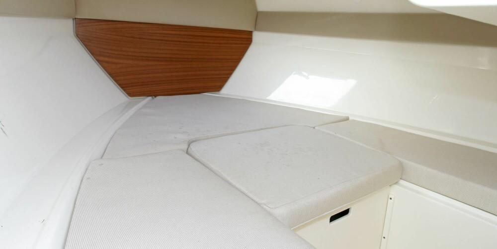 KABIN: Det er normal plass under dekk for en båt av denne størrelsen. Det går å sove her, men da for en natt.