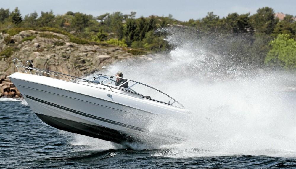 TØFFING: Den nye Ibiza 22 Bow Rider takler røffe forhold uten å klage.