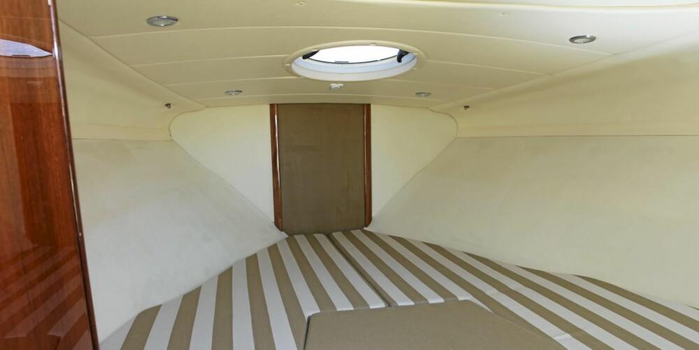 FOR TO: Plassen under dekk holder til en overnatting for to, og et ordentlig toalett med septiktank hører med i standardutstyret.