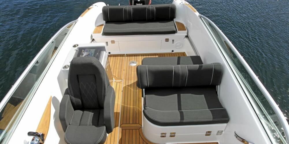 NY INNVENDIG: En renere og mer praktisk cockpitlayout skiller Ibiza 25 Touring fra forgjengeren.