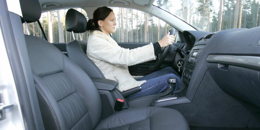 SITTER GODT: Det er god standard på seter og sittestilling, slik vi er vant med fra VW-konsernet.