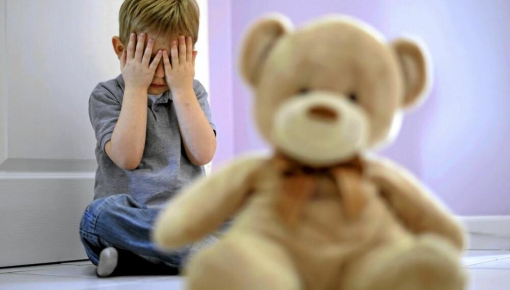 LAV SELVFØLELSE: Et barn som faller utenfor i lek med andre barn, trenger å få styrket selvfølelsen. Det kan foreldre hjelpe til med.
