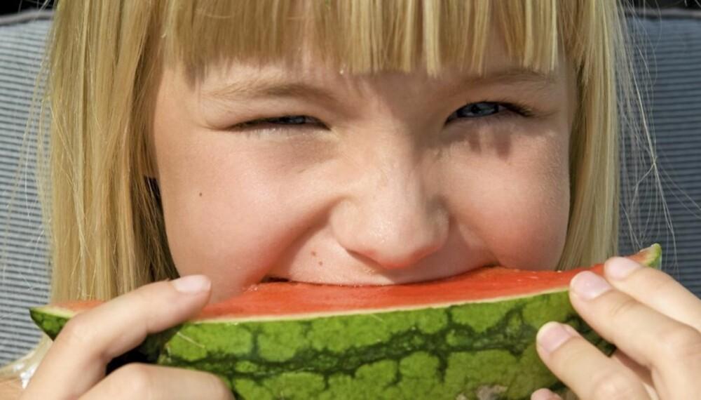 VANNMELON: Prøv å informere barna om hvorfor de heller bør spise vannmelon enn godteri.