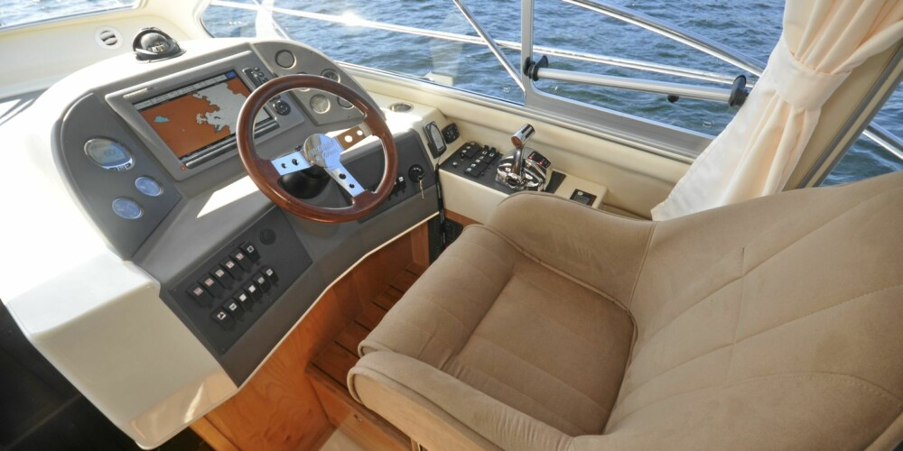 SIKT: 335-modellen har fått ekstra store vinduer i sidene, og det bidrar til flott sikt ut fra alle sitteplassene.