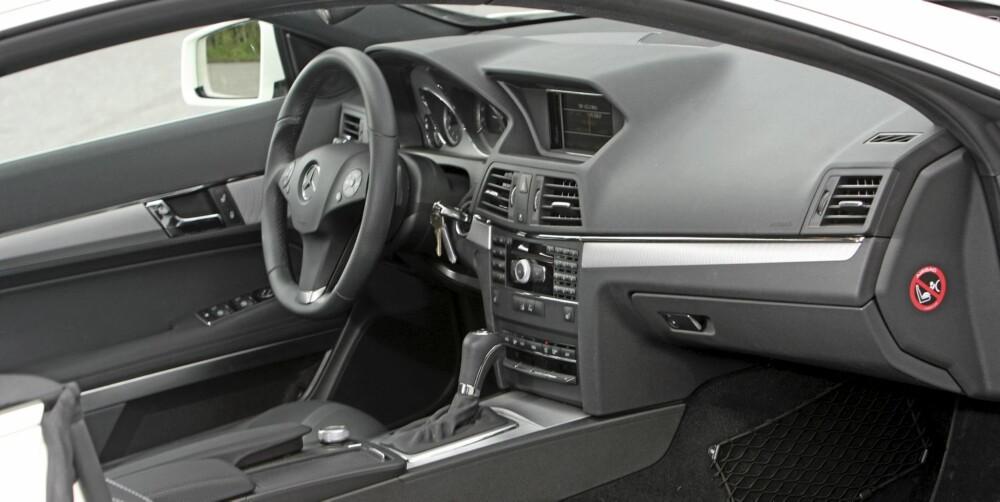 PREMIUM: Interiøret er akkurat slik det skal være. God materialkvalitet, god ergonomi og masse utstyr.