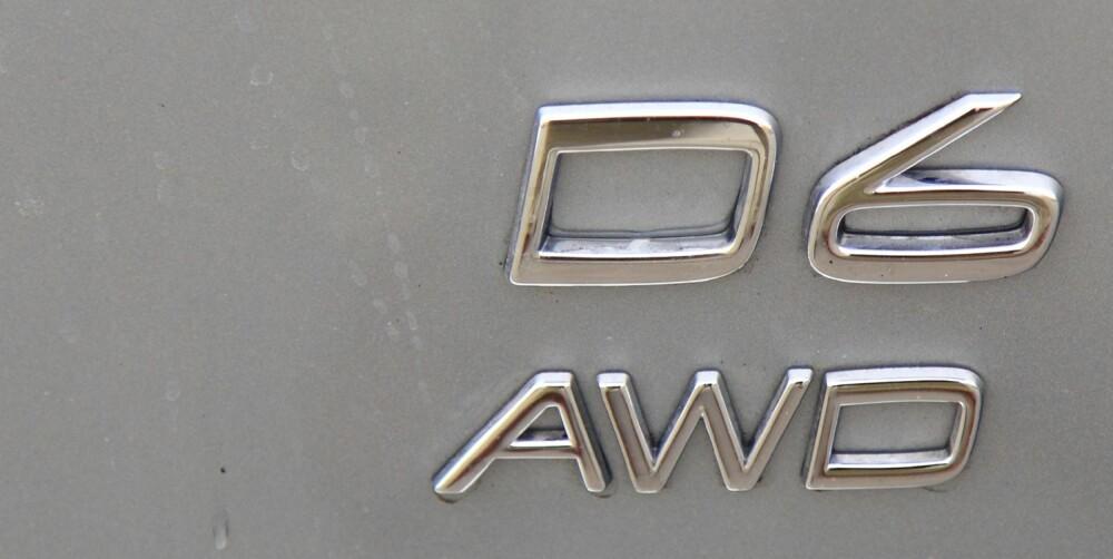 MERKET: D6 AWD forteller at det er en ekstra sprek Volvo som kjører foran deg.
