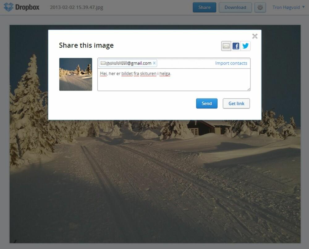 3. DEL BILDER: Om du bruker Dropbox på mobilen har du sikkert aktivert Camera Upload, som automatisk laster alle bilder du tar med mobilen opp på Dropbox. Når du senere vil dele disse bildene, kan du logge på www.dropbox.com og navigere til det aktuelle bildet. Klikk på lenkesymbolet nede til høyre når bildet er i fullskjerm. Da får du opp en boks der du kan dele bildet ved å sende en e-post eller dele det via Facebook eller Twitter.  Klikker du knappen Get link, kopieres URL-en til bildet slik at du kan distribuere en link om du heller vil det.