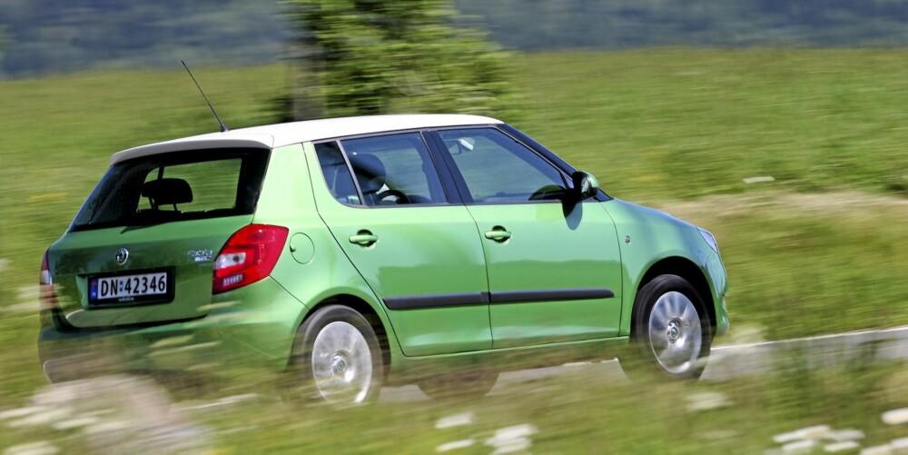 SYNES: Skoda Fabia er en bil som vekker oppsikt, særlig med lakk som dette. Oppsikten er velfortjent, for dette er en skikkelig godbil.
