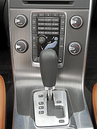 Midtkonsollet i Volvo S60 er ikke blant de mest oversiktlige.