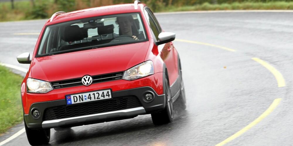 KJØRER BRA: Polo har godt veigrep, og den lave vekten bidrar til underholdende kjøreegenskaper.