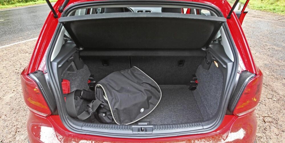 INGEN FLYTTEBIL: Skal du handle senger og bokhyller på IKEA, så bør du nok låne en annen bil.