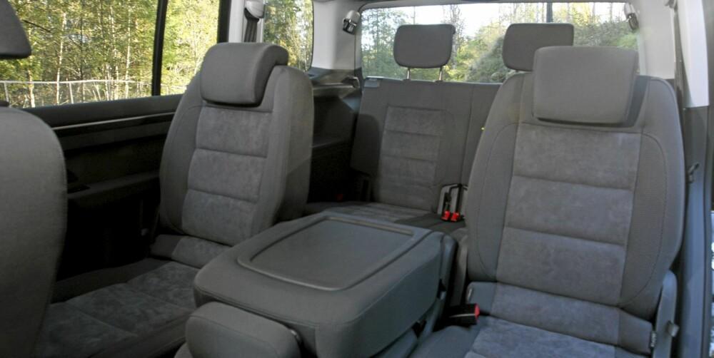 ROMMELIG: På andre seterad er det lett å trives. Det er masser av plass, og man kan skyve setene framover og bakover etter behov.