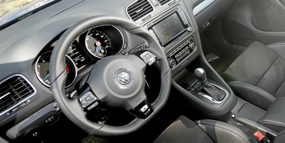 ANONYM: Interiøret skiller seg ikke veldig mye ut fra en godt utstyrt vanlig Golf med sportsratt. Dessverre.