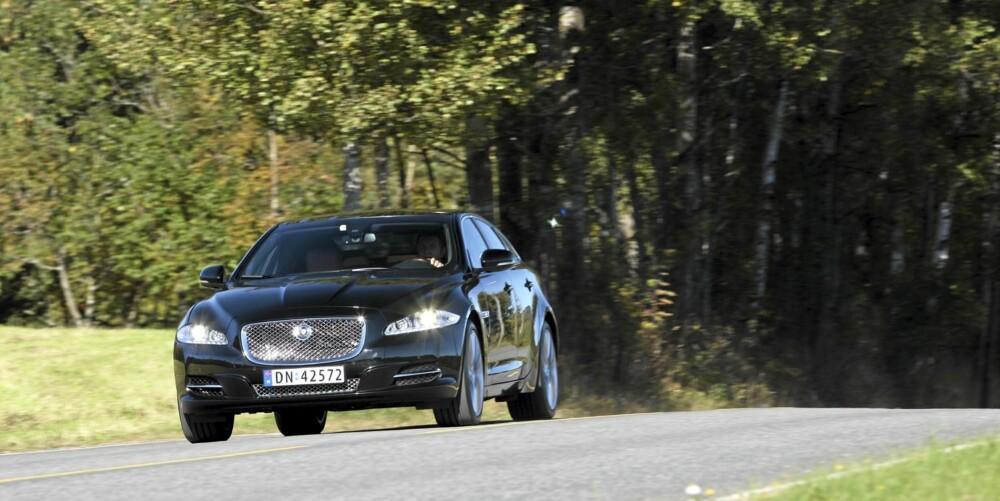 TØFF: Jaguar XJ har en tilstedeværelse på veien som få andre biler kan matche.