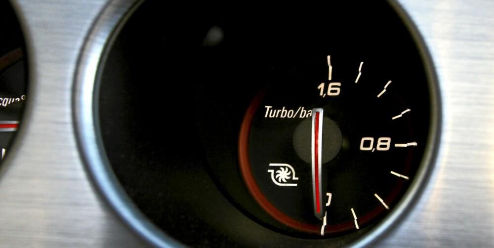RASK: Turbomotoren gir Alfa Romeo Spider mer enn akseptable ytelser.