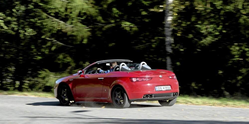 VAKKER: Alle vi møtte i løpet av testperioden var enige. Alfa Spider er en vakker bil.