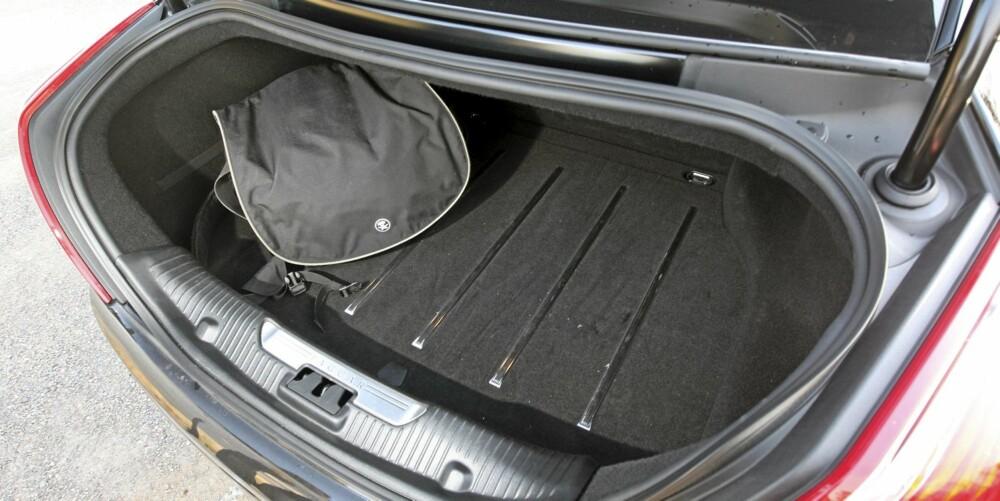 NOK PLASS: Ikke noe typisk barnevognområde. Her er det skreddersydde kofferter som gjelder.