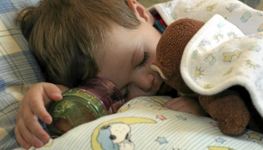 SLAPP PODE: At atferden avviker fra normalen, kan være viktigere enn  feber for å avgjøre om ungen skal være hjemme.