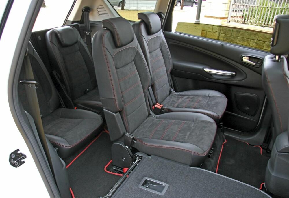 FOLD FLAT: Alle de fem bakerste setene kan slås ned og danne et flatt gulv.