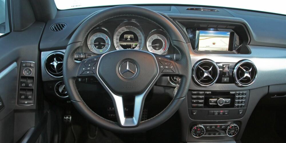 ER DET?: Nei, det er ikke interiøret i superbilen SLS AMG, det er GLK 220 CDI. En påkostet utgave, vel å merke. FOTO: Petter Handeland