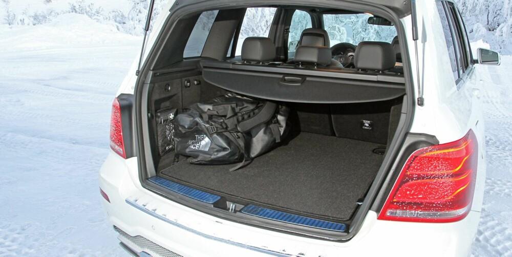 TRANGEST: I forhold til Audi Q5 og BMW X3 er GLK smalest i baksetet og trangest i bagasjerommet. Bilens ankepunkt, om du har råd til den. FOTO: Petter Handeland