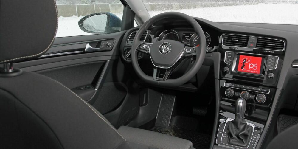 KORT PROSESS: Som ventet gjør VW Golf kort prosess med Ford Focus på design og følelse innvendig. FOTO: Petter Handeland