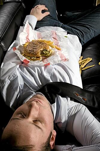 SPIS MAT: Det lønner seg å spise mat både før og etter du skal drikke alkohol.