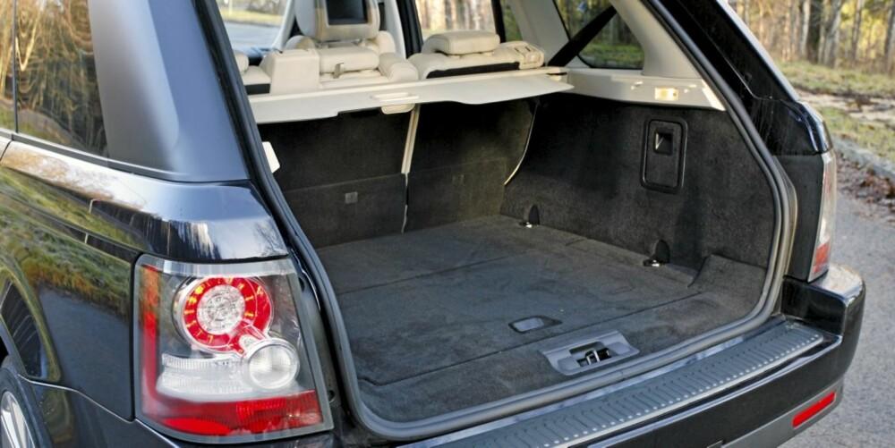 TYPISK SUV: Når det kommer til bagasjeplass, er SUV-er gjerne mindre enn en tror. Det gjelder også Range Rover Sport.