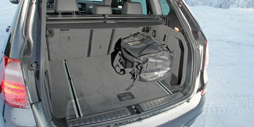 PLASS: Litt mindre bakseteplass i X3 enn Q5, men BMW-en har trioens største bagasjerom. FOTO: Petter Handeland