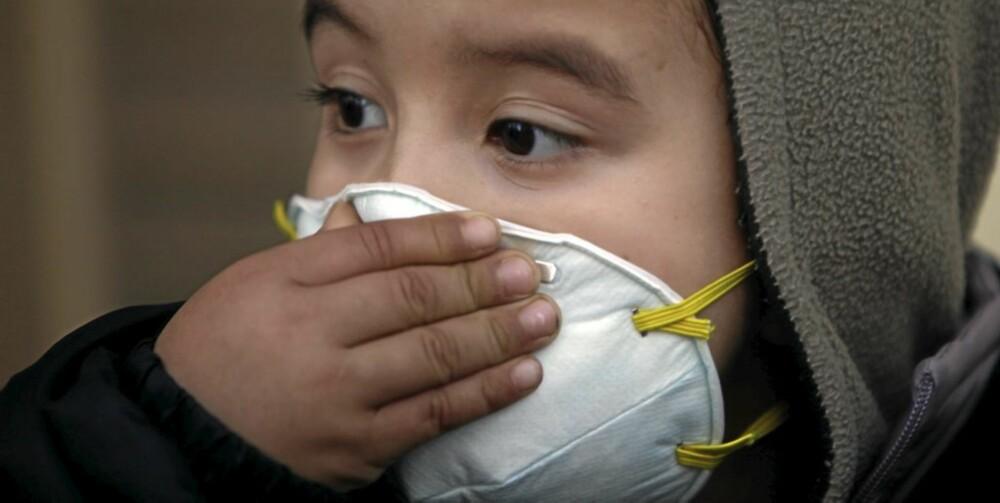 SMITTE: Smitteoverføring skjer ved hosting, nysing og nær kontakt med syke mennesker.