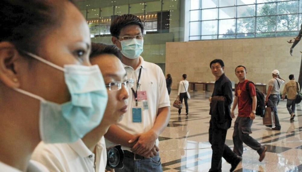 SVINEINFLUENSA: Temperaturscannere blir nå tatt i bruk for å finne flypassasjerer med høy kroppstemperatur som reiser fra Mexico der svineinfluensaen har tatt mange liv. Her fra Changi International Airport i Singapore.
