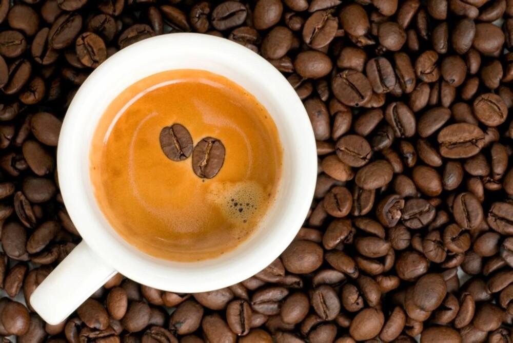 SKALLEBANK: Tømmermenn kommer av at blodårene i kroppen utvider seg, noe som gir økt press i de små årene i hjernen. Koffein trekker blodårene sammen igjen.