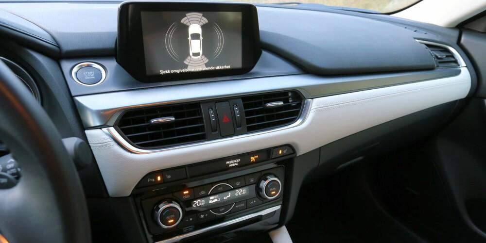 MYE BEDRE: En skikkelig opprydning i midtkonsollen, med mer elegant integrasjon av 7-tommers skjermen. Det løfter inntrykket av Mazda6