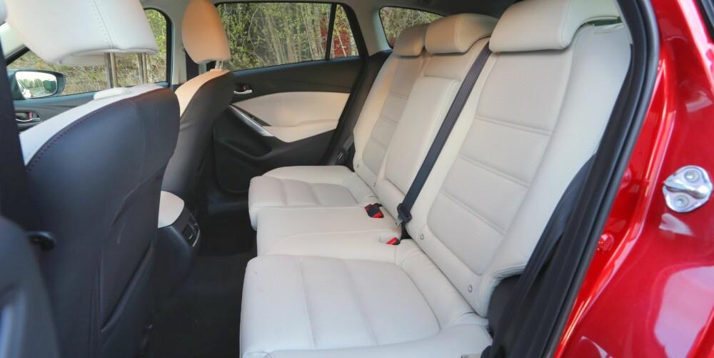 FAMILIEBIL: Plassmessig holder Mazda6 fint følge med andre familiefavoritter.