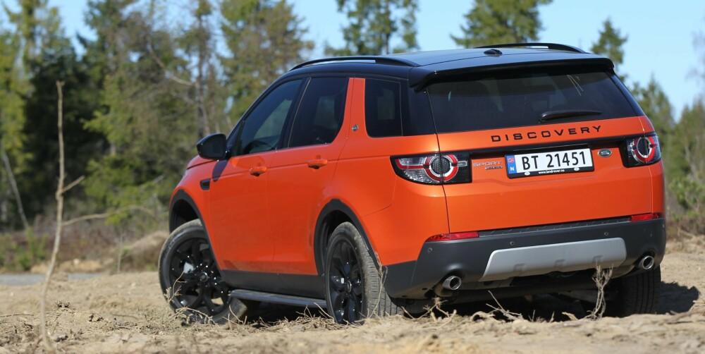 TAR SEG FRAM Discovery Sport har, i likhet med andre modeller fra merket, forskjellige terrengkjøreprogrammer som hjelper deg fram i terrenget. Framkommeligheten er i ypperste klasse.