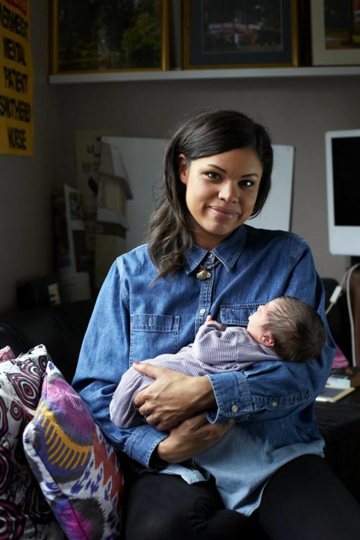 KIM OG PERSEUS: Alle kvinnene Jenny Lewis har fotografert, er bosatt i hennes eget nabolag Hackney.
