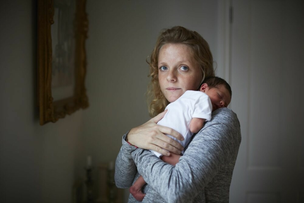 CLEMMIE og Imogen: - Jeg ville fange det nådeløst fysiske i øyeblikket, rett fra slagmarken, forteller fotograf Jenny Lewis om hvorfor hun ville ta bildene innen 24 timer etter fødselen.
